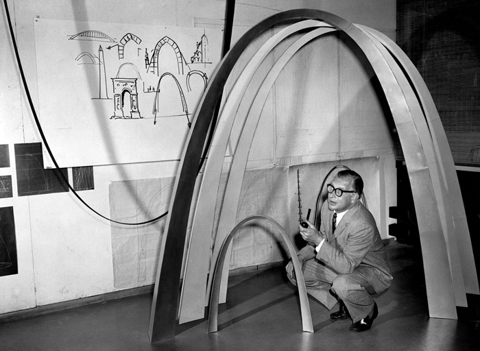 Eero Saarinen with model and sketches of the Jefferson National Expansion Memorial (Gateway Arch), St. Louis, MO, ca. 1958