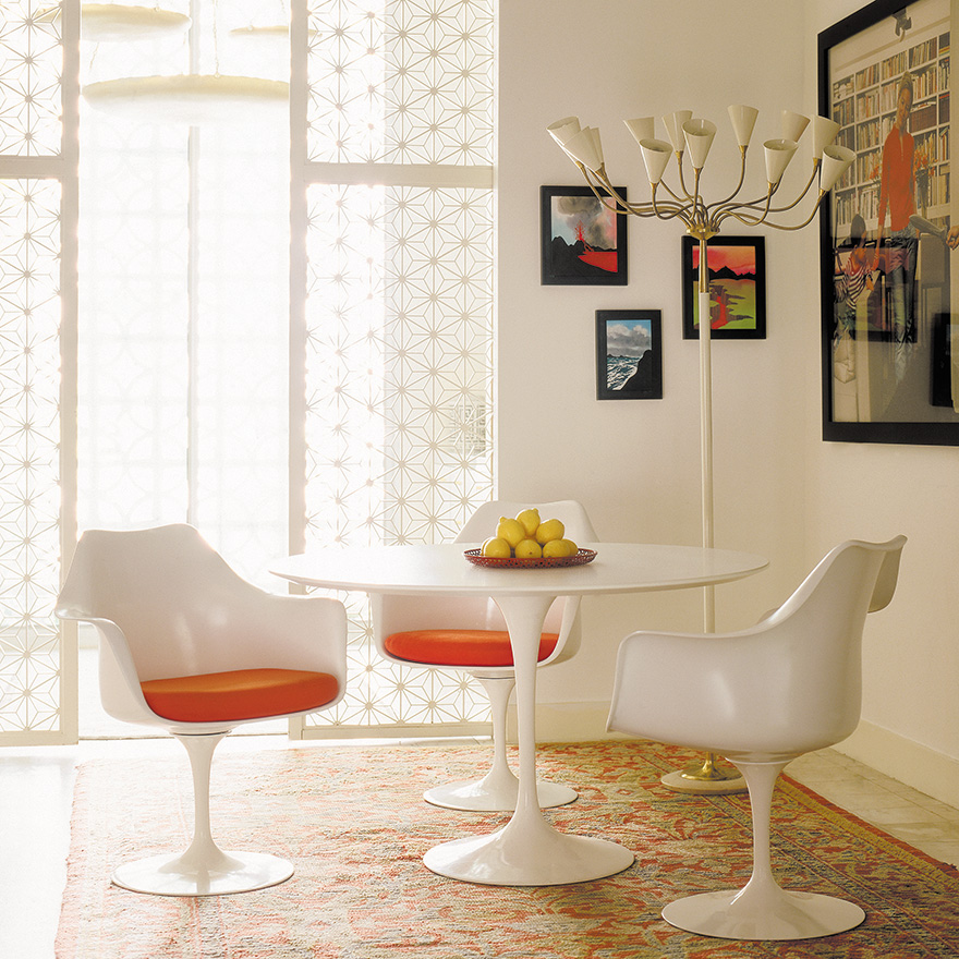 saarinen dining-table-side-chairs