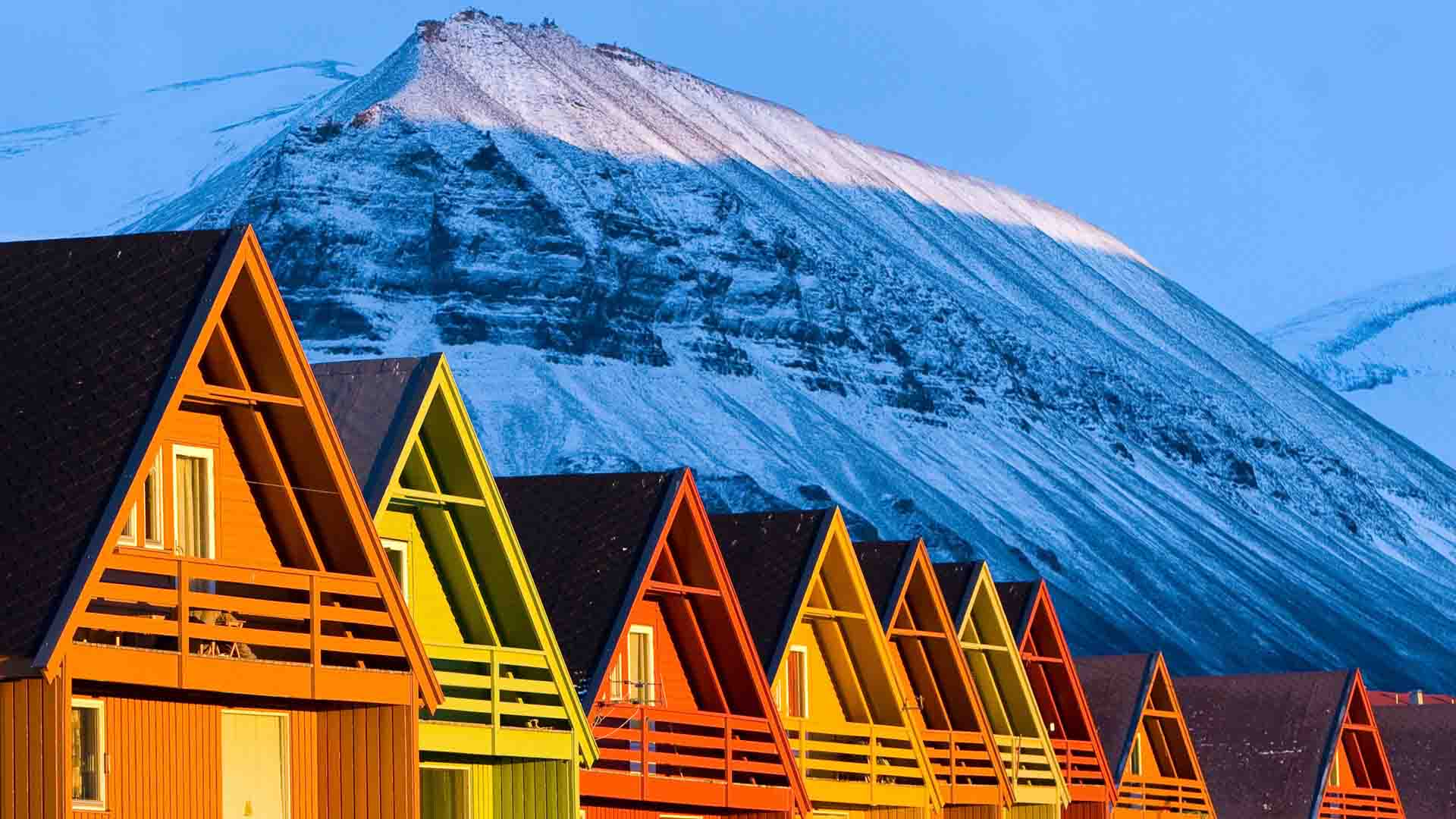 Company homes in Longyearbyen  (6)