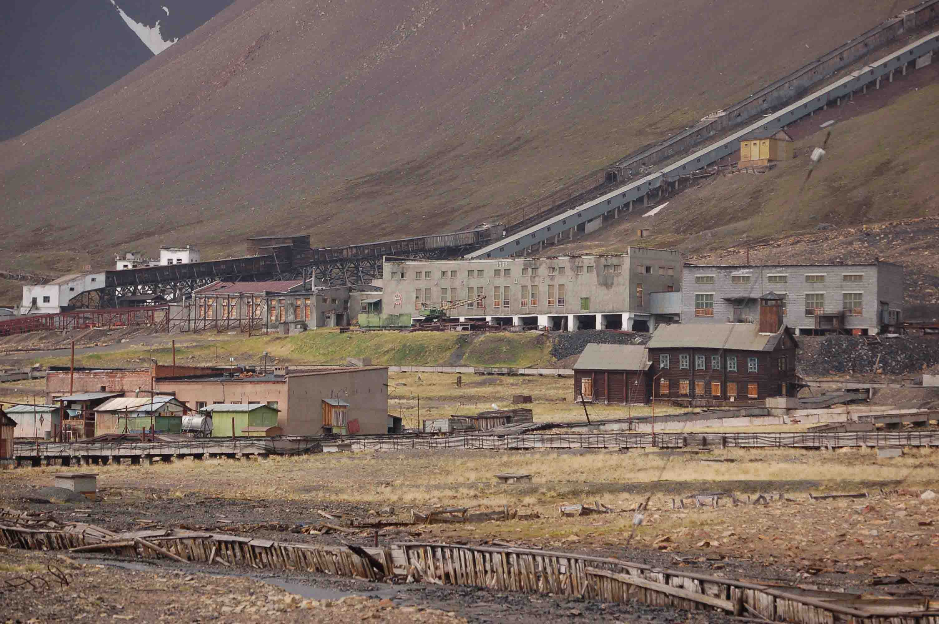 Russian Ghost Town in Svalbard (4)