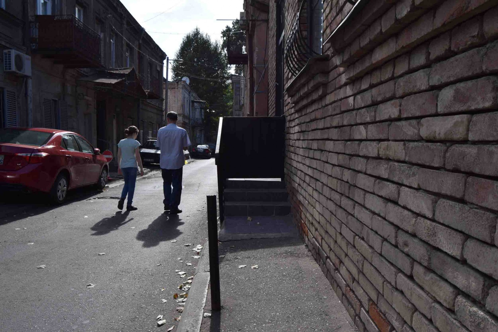 Again Gia Tetelashvili Street. The photo shows the stairs to the sidewalk, so pedestrians have to walk on the road.