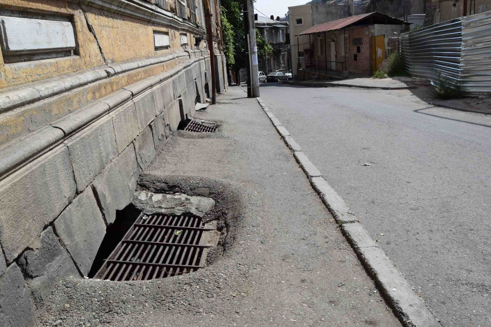Sidewalks in Old Tbilisi, Abo Tbileli Street.