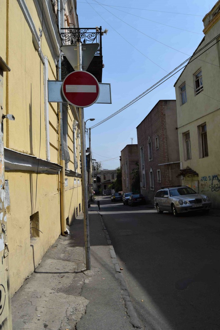 Mikhail Lermontov Street again. (Tbilisi, Gudiashvili Garden area) Road sign is installed in the middle of the pavement.